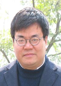 Zhen Huang headshot